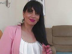 Maman mature arabe du Royaume-Uni avec vagin affamé