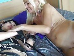 Sexe avec des amis maman video